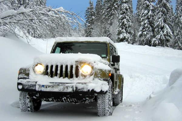 Winterratgeber Auto-Irrtümer Eis und Schnee