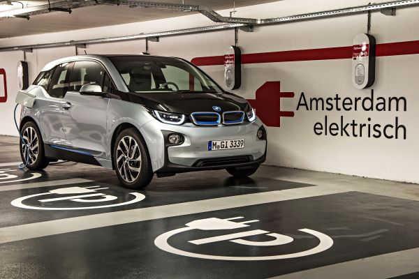 BMW i3 Elektroauto Unfall Tiefgarage