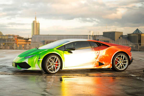 Lamborghini Huracán LP 610-4 im Chrom & Flammen-Tricolore-Design by Print Tech